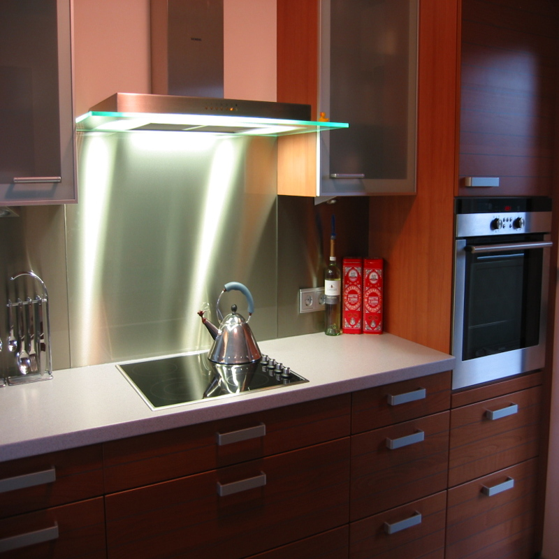 Glass elements in kitchens